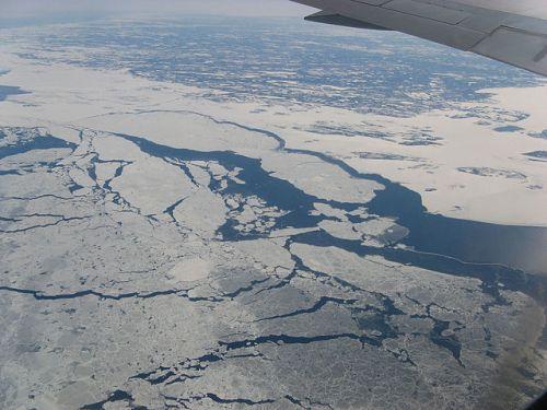 Sea_ice_near_coast_of_Labrador_-b_wikimedia_sm_26 March 2007