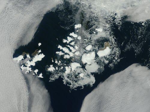 Franz_Josef_Land_14 Aug_2011_NASA_wikipedia