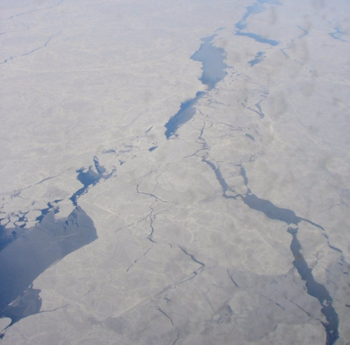 chukchi_sea-april-2009_open-leads-wikipedia.jpg